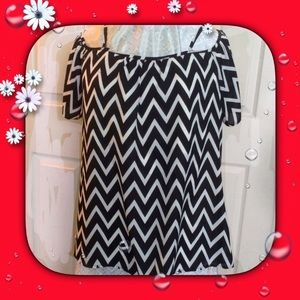 Black White Chevron Print Pullover Top by Tacera